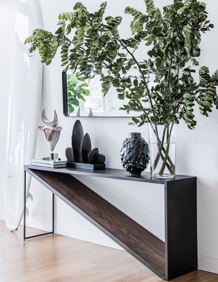 """Airy entryway with huge branches as décor.<span class=""""sr-only""""> (opened in a new window/tab)</span>"""