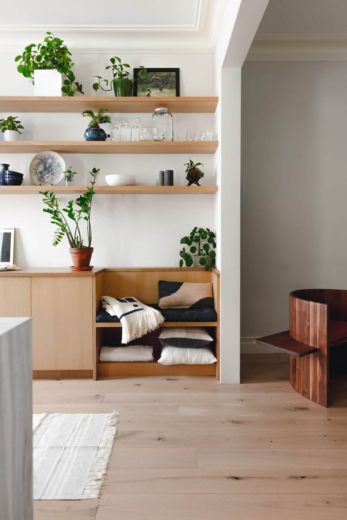 "Custom cabinet integrating a seating area.<span class=""sr-only""> (opened in a new window/tab)</span>"