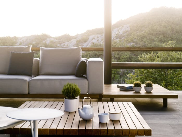 "Outdoor sofa and matching coffee table in teak wood.<span class=""sr-only""> (opened in a new window/tab)</span>"