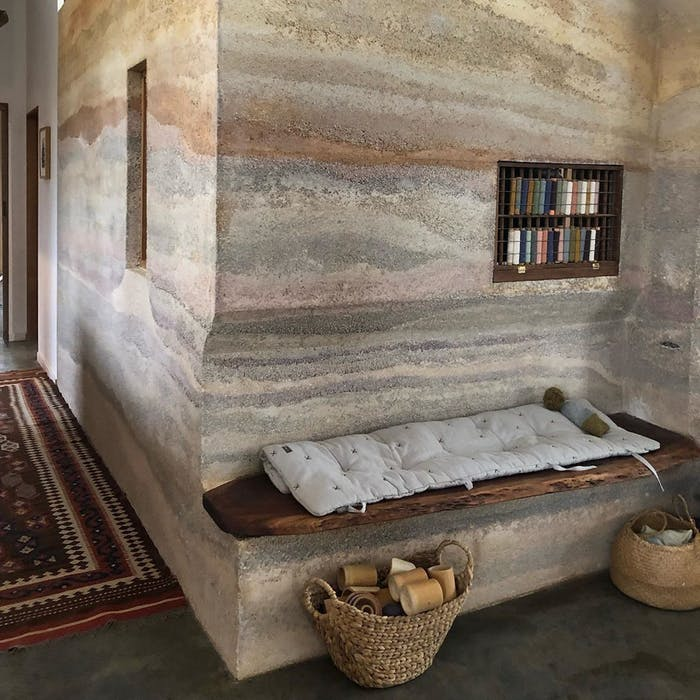 """Interior with walls made of hemp concrete.<span class=""""sr-only""""> (opened in a new window/tab)</span>"""