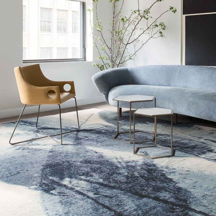 """Contemporary room with a GoodWeave™ certified rug.<span class=""""sr-only""""> (opened in a new window/tab)</span>"""