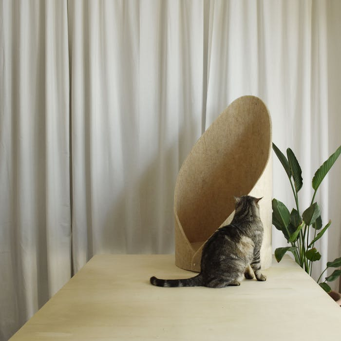"""Pet bed made of hemp felt.<span class=""""sr-only""""> (opened in a new window/tab)</span>"""