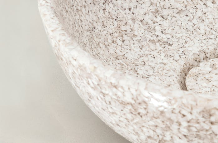 """Close-up view of the wood chips textures.<span class=""""sr-only""""> (opened in a new window/tab)</span>"""